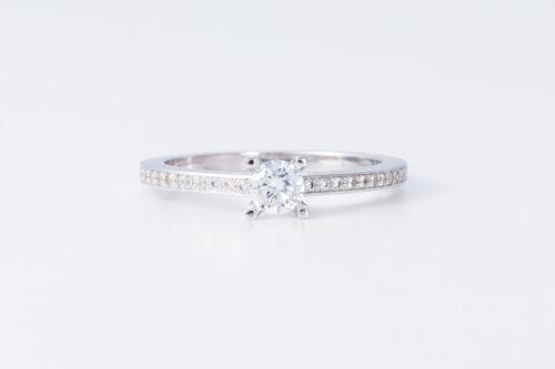 婚約指輪〈Carre〉のご紹介