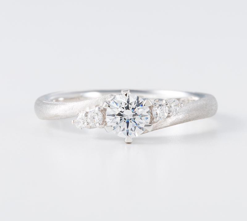 lux no1・婚約指輪・Blue Dove
