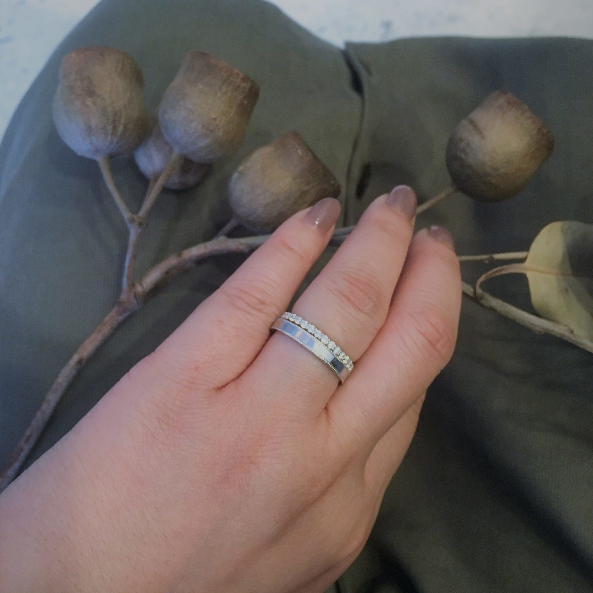 婚約指輪&結婚指輪の重ね付けスタイル