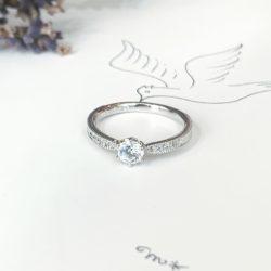 サイドメレの婚約指輪