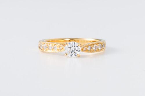 婚約指輪〈lux no4〉のご紹介