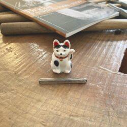 シルバーの角棒with招き猫