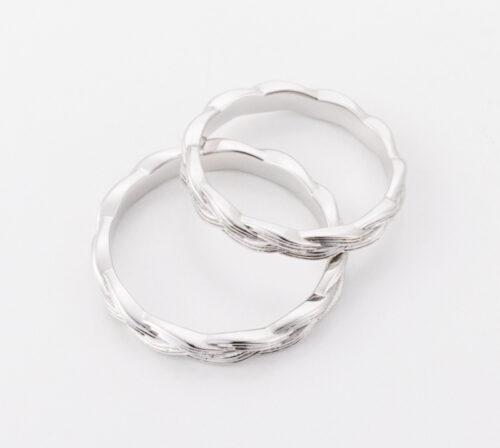 水引のデザインからつくられた結婚指輪