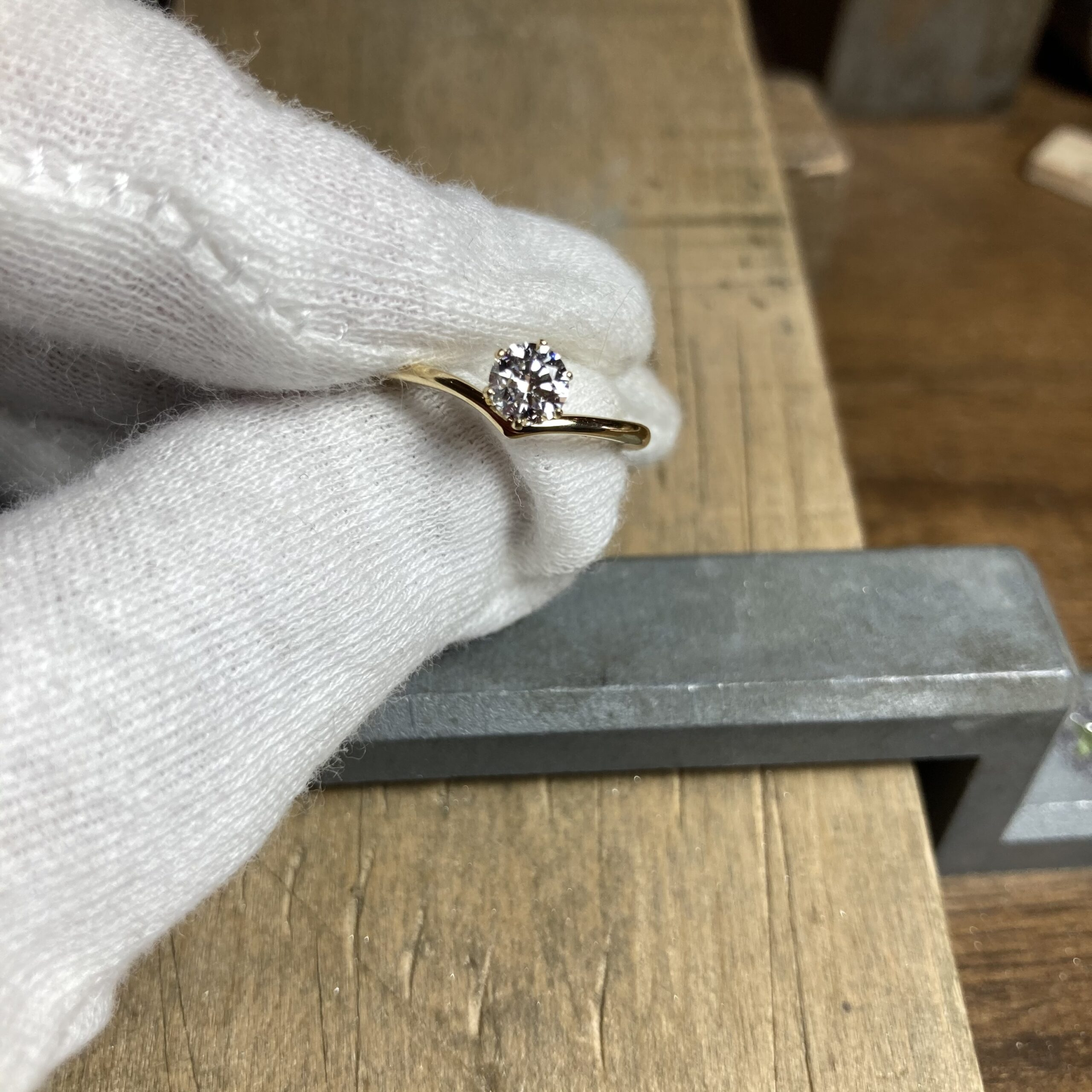 婚約指輪~V字ライン~