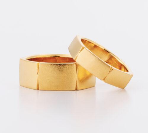 アメリカで活躍するジュエリー作家 Christy Natsumi の結婚指輪 テクスチャー(模様)が美しい逸品 日本ではBlue Doveでオーダーできます アメリカで一本一本作家が幅やテクスチャーを変更し製作 craftsmanship